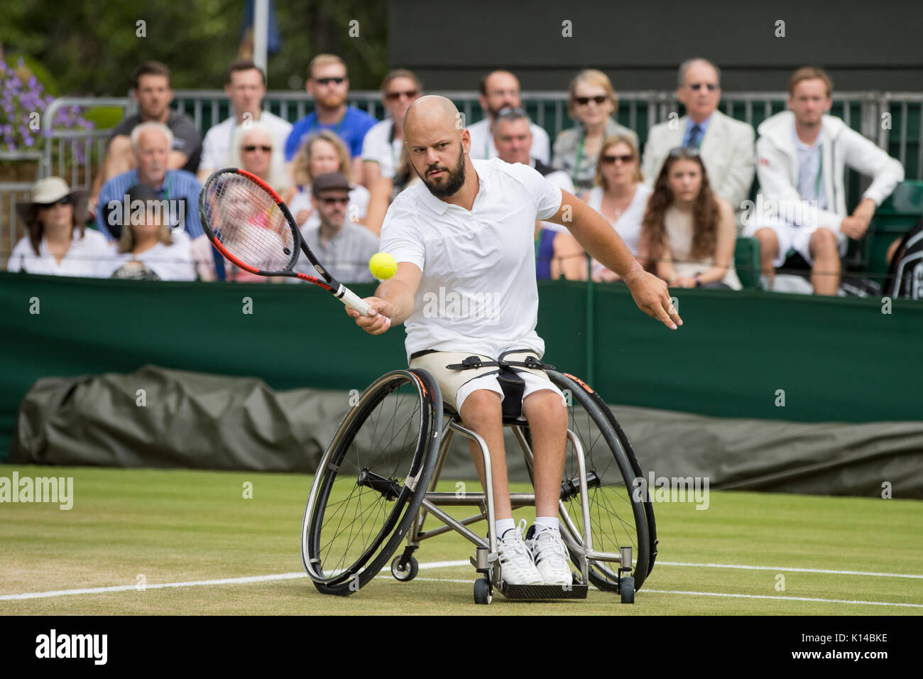 christian singles in wimbledon Wimbledon, qf (1938) christian boussus (5 march 1908 – august 2003) was a  left-handed french tennis player who found success in the 1920s and 1930s  contents 1 tennis career 2 playing style 3 personal life 4 grand slam finals  41 singles (1 runner-up) 42 doubles (1 runner-up) 43 mixed doubles (1.