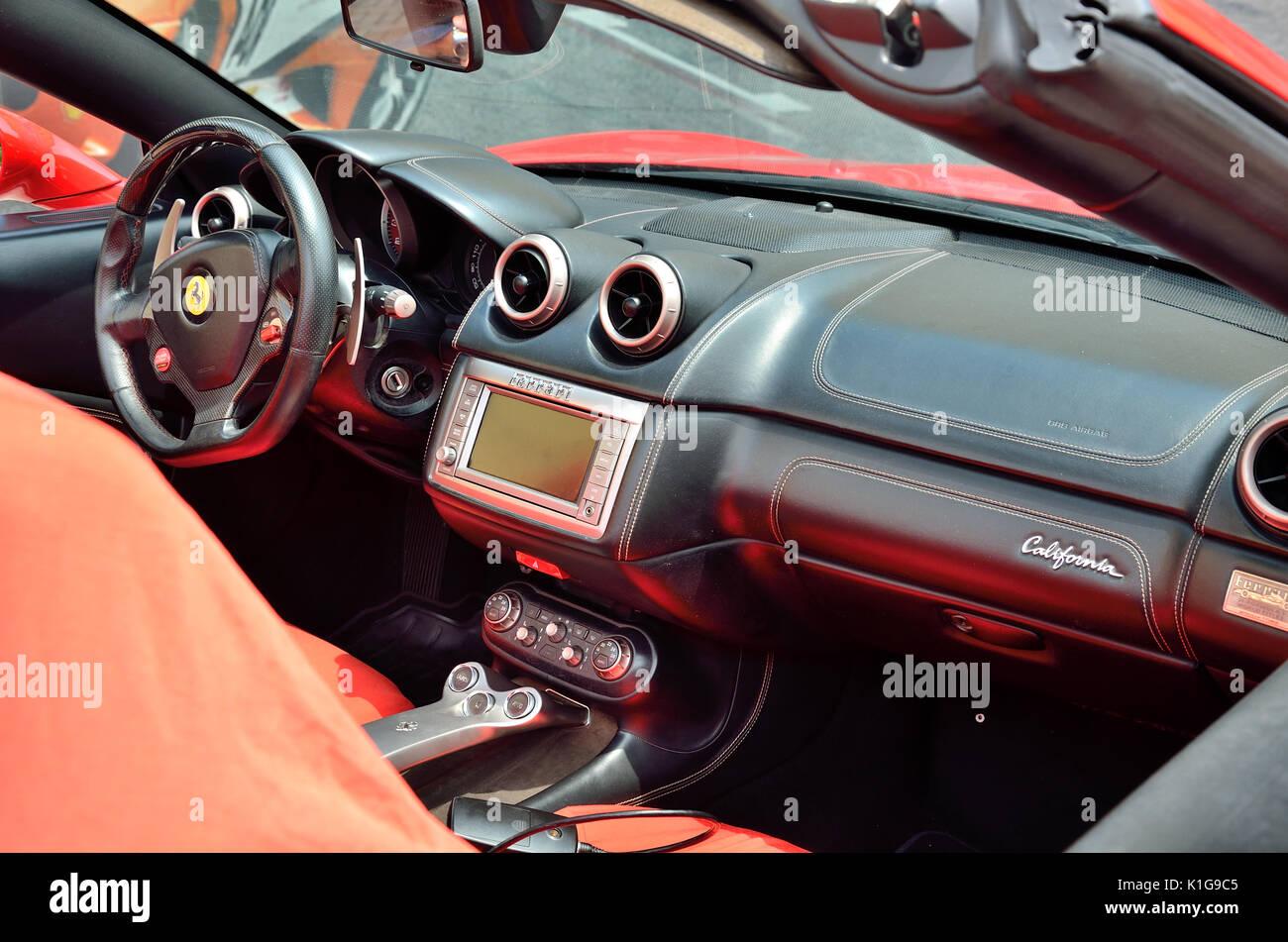 Ferrari California Cabriolet interior Stock Photo: 155866597 - Alamy