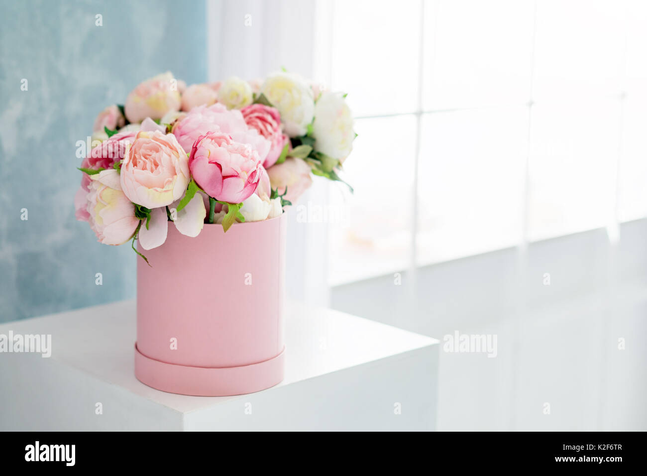 Flowers in round luxury present box bouquet of pink and white stock flowers in round luxury present box bouquet of pink and white peonies in paper box near the windowck up of hat box of flowers with free copyspace for izmirmasajfo