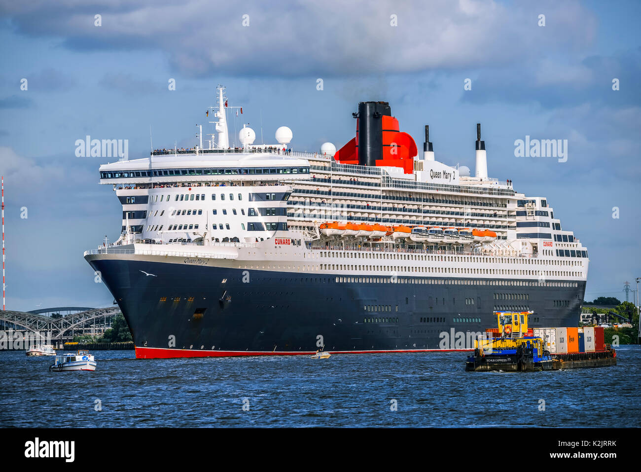 queen mary 2 ship stock photos queen mary 2 ship stock images alamy. Black Bedroom Furniture Sets. Home Design Ideas