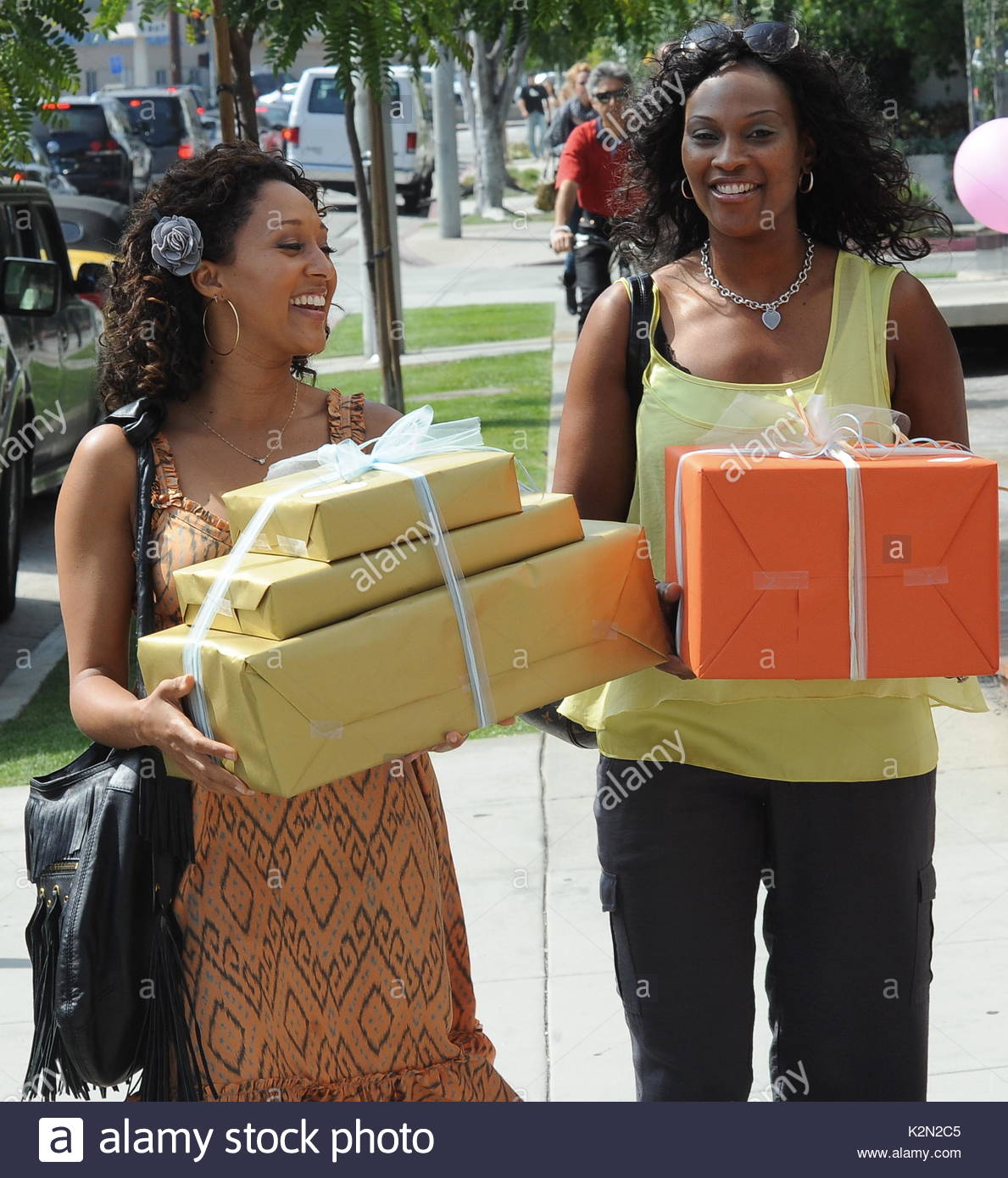 Tamera Mowrey Tamera Mowry Picks Up Some Baby Shower Items For Her