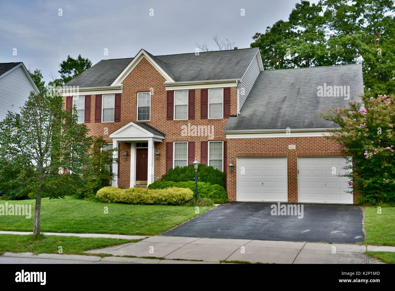 Single family modern stock photos single family modern for Modern single family homes