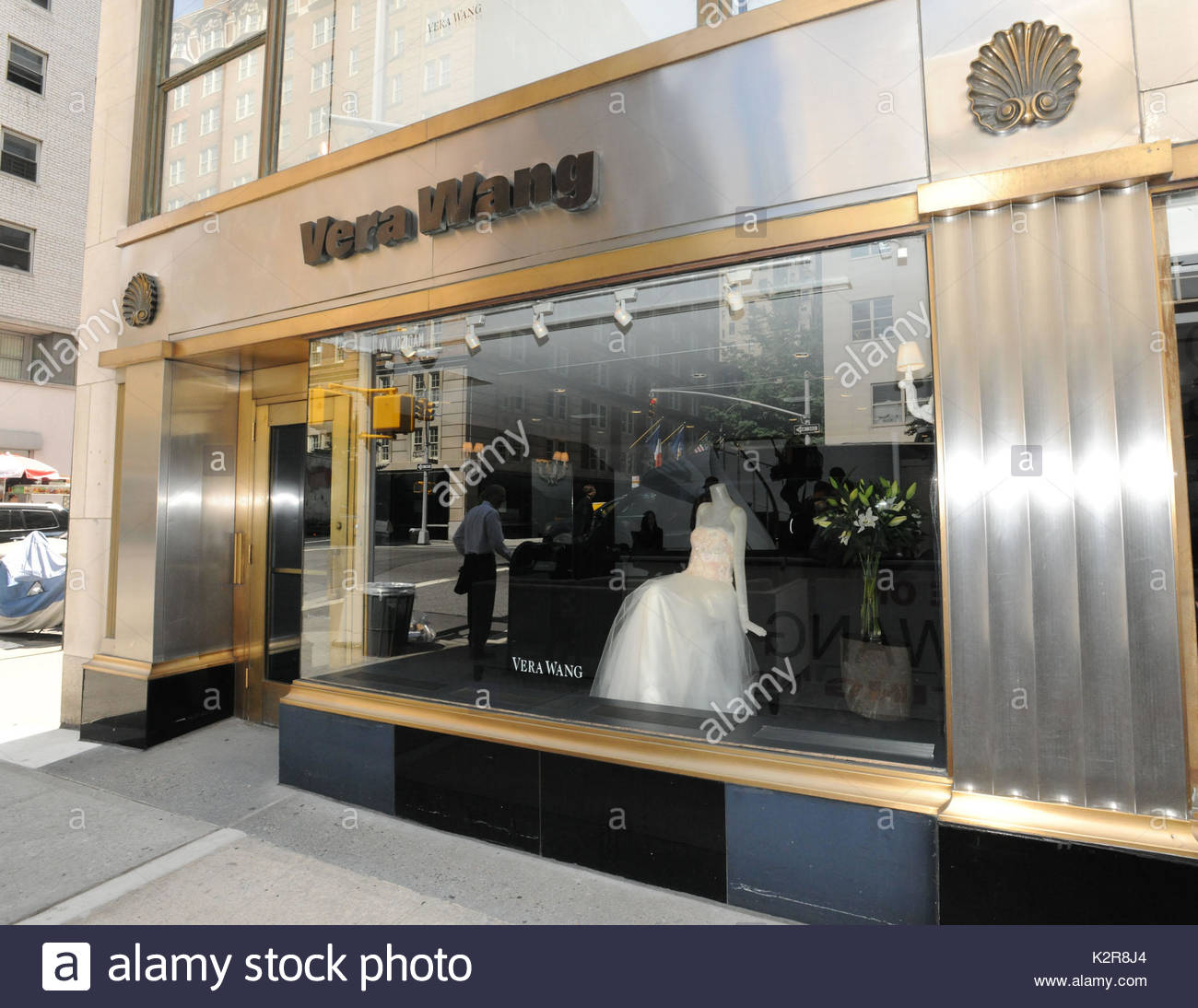 Vera wang store kim kardashian shops for vera wang for Wedding dress boutiques in nyc
