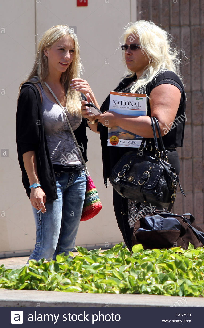 Lyssa stock photos lyssa stock images alamy for Is dog the bounty hunter still married