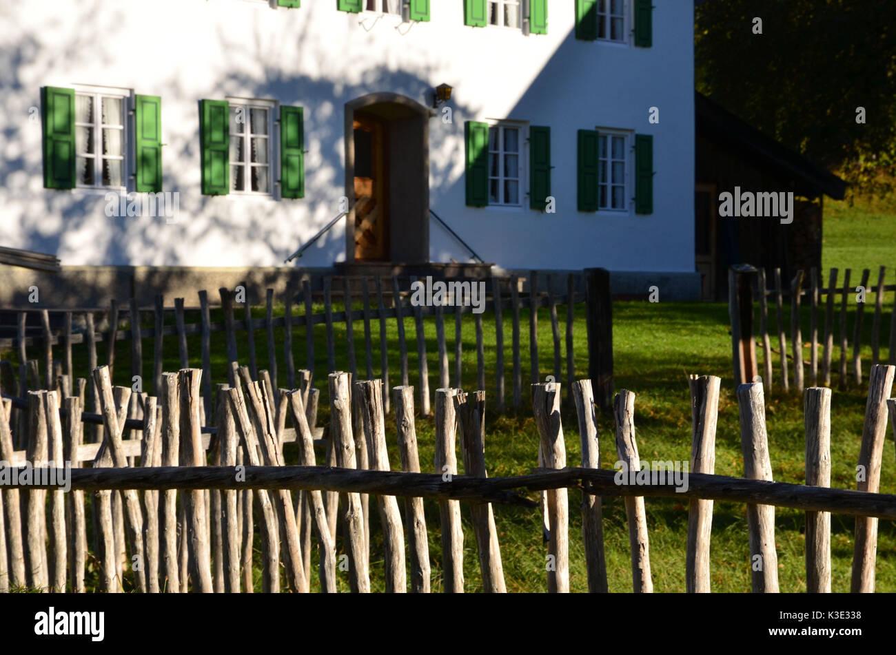 Holzzaun Garten Stock s & Holzzaun Garten Stock Alamy