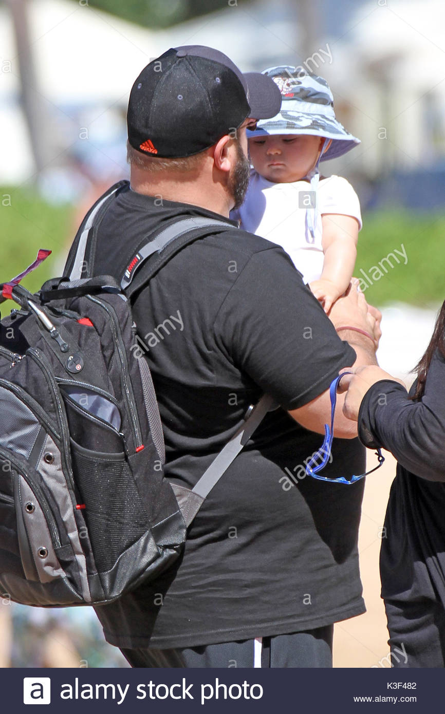 Großartig Kevin James And Kannon Valentine James. Kevin James U0027King Of Queensu0027 Was  Spotted On The Beach In Maui Hawaii With His Wife And New Son Kannon.