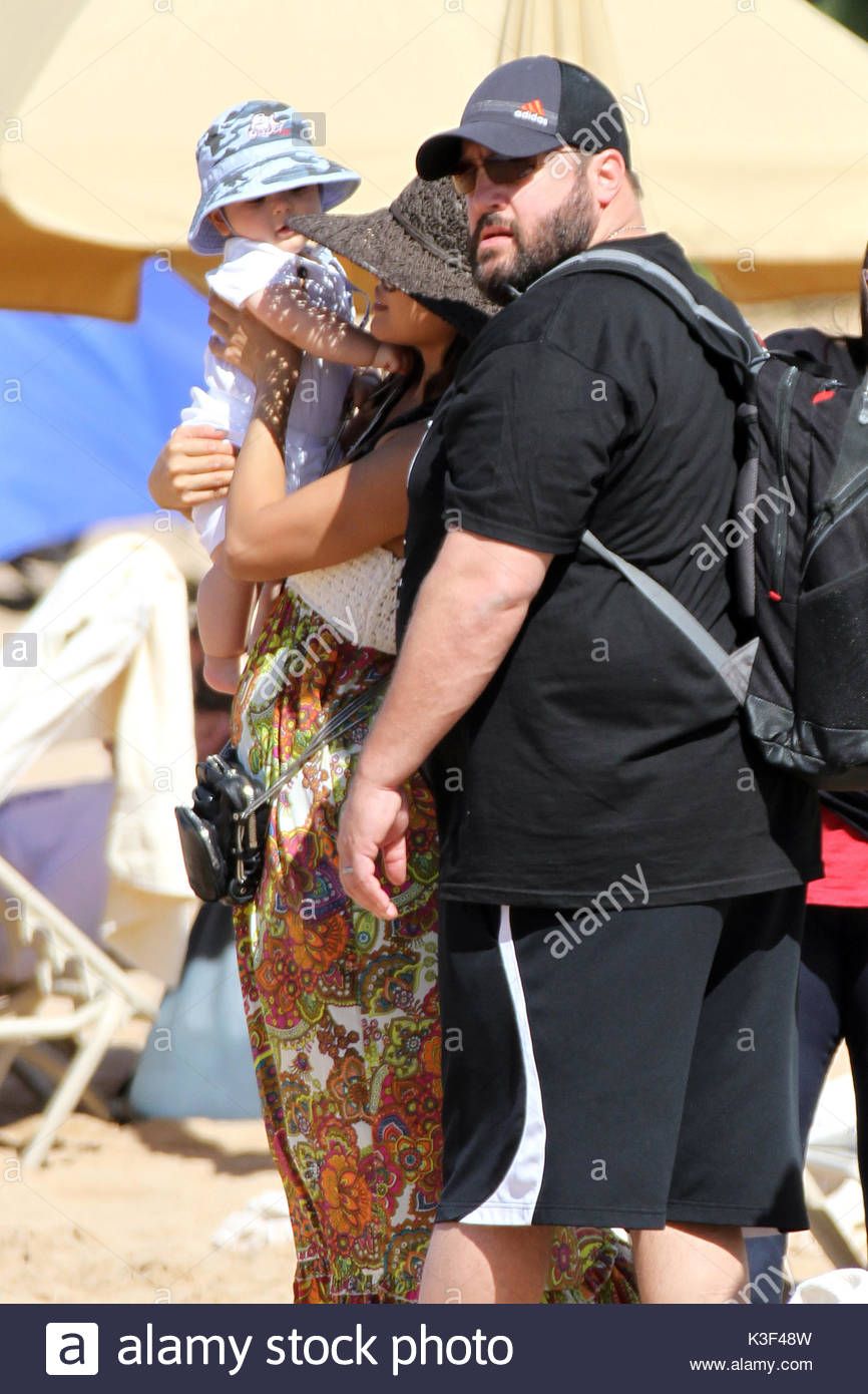 Fesselnd Kevin James, Kannon Valentine And Steffiana De La Cruz. Kevin James U0027King  Of Queensu0027 Was Spotted On The Beach In Maui Hawaii With His Wife And New  Son ...