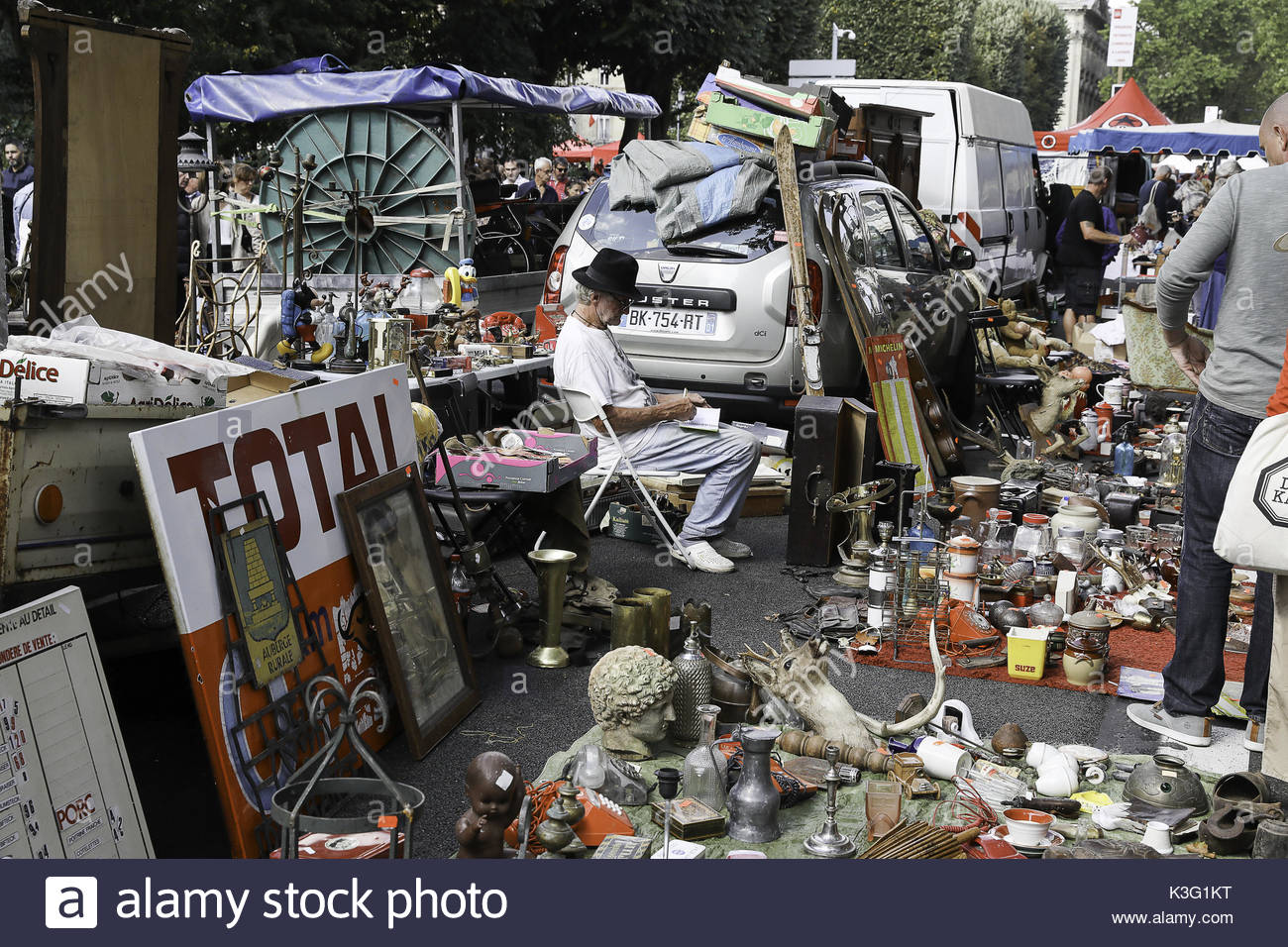 Lille france 2nd sep 2017 people visit the braderie de lille flea stock photo 157089852 alamy - Braderie de lille date 2017 ...
