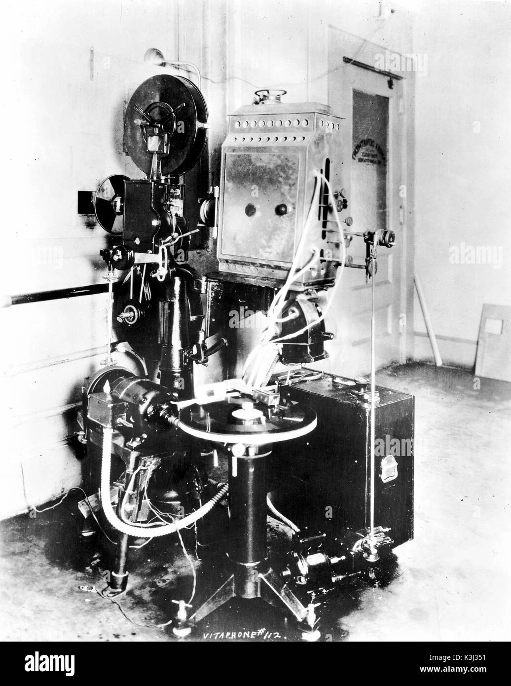 PROFESSIONAL PROJECTOR FOR SCREENING 35MM FILMS MADE UNDER THE VITAPHONE BANNER PICTURE HEAD