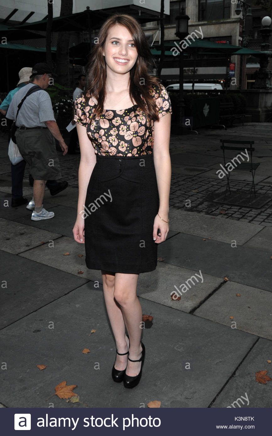 Emma Roberts. Emma Roberts sighting outside the tents at Bryant Park during Fashion Week in New York City  sc 1 st  Alamy & Emma Roberts. Emma Roberts sighting outside the tents at Bryant ...