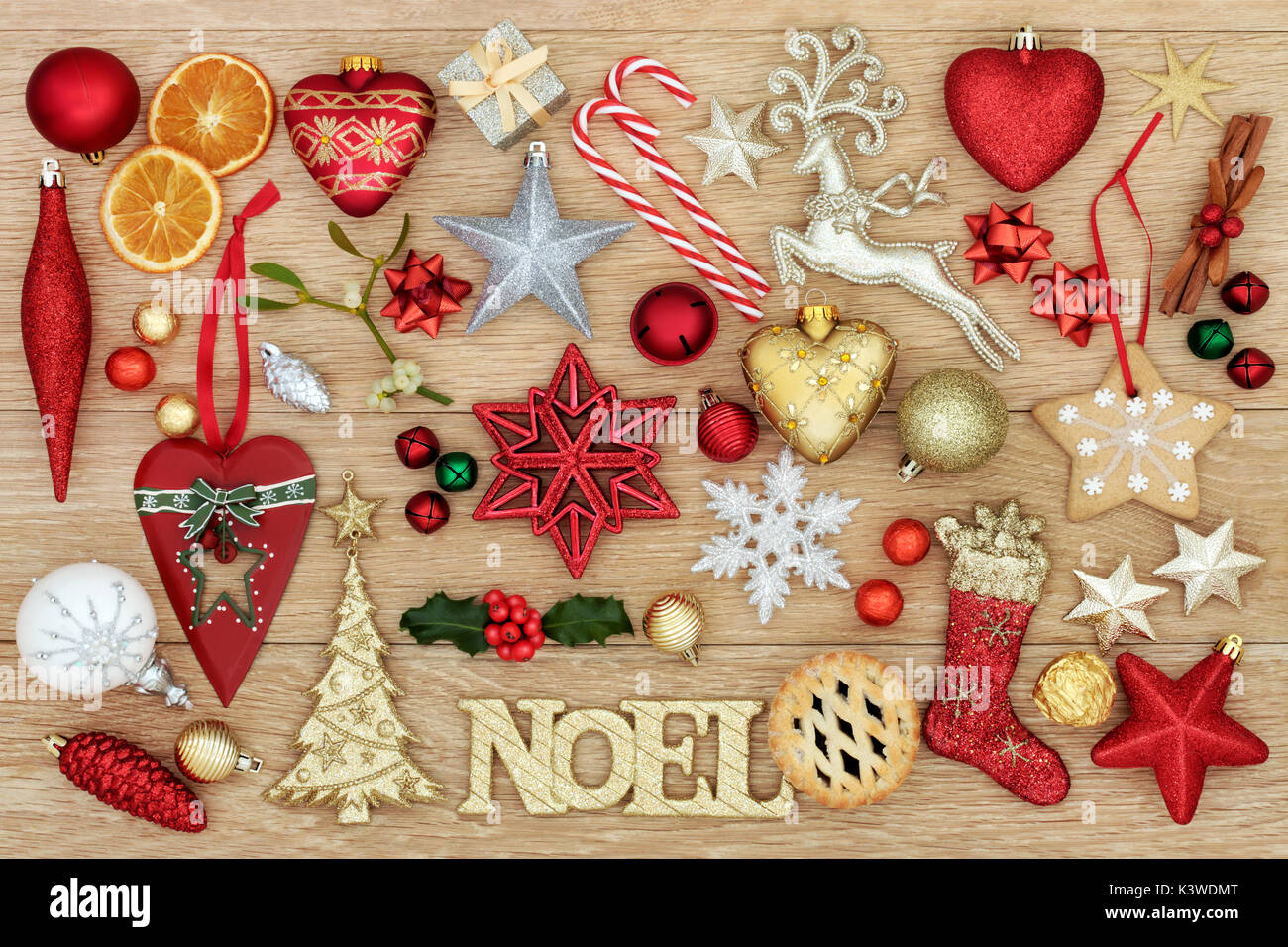 Why is holly a traditional christmas decoration - Christmas Symbols With Noel Sign Bauble Decorations Traditional Ornaments Holly Mistletoe Mince Pie And Gingerbread Biscuit On Oak Wood Backgroun
