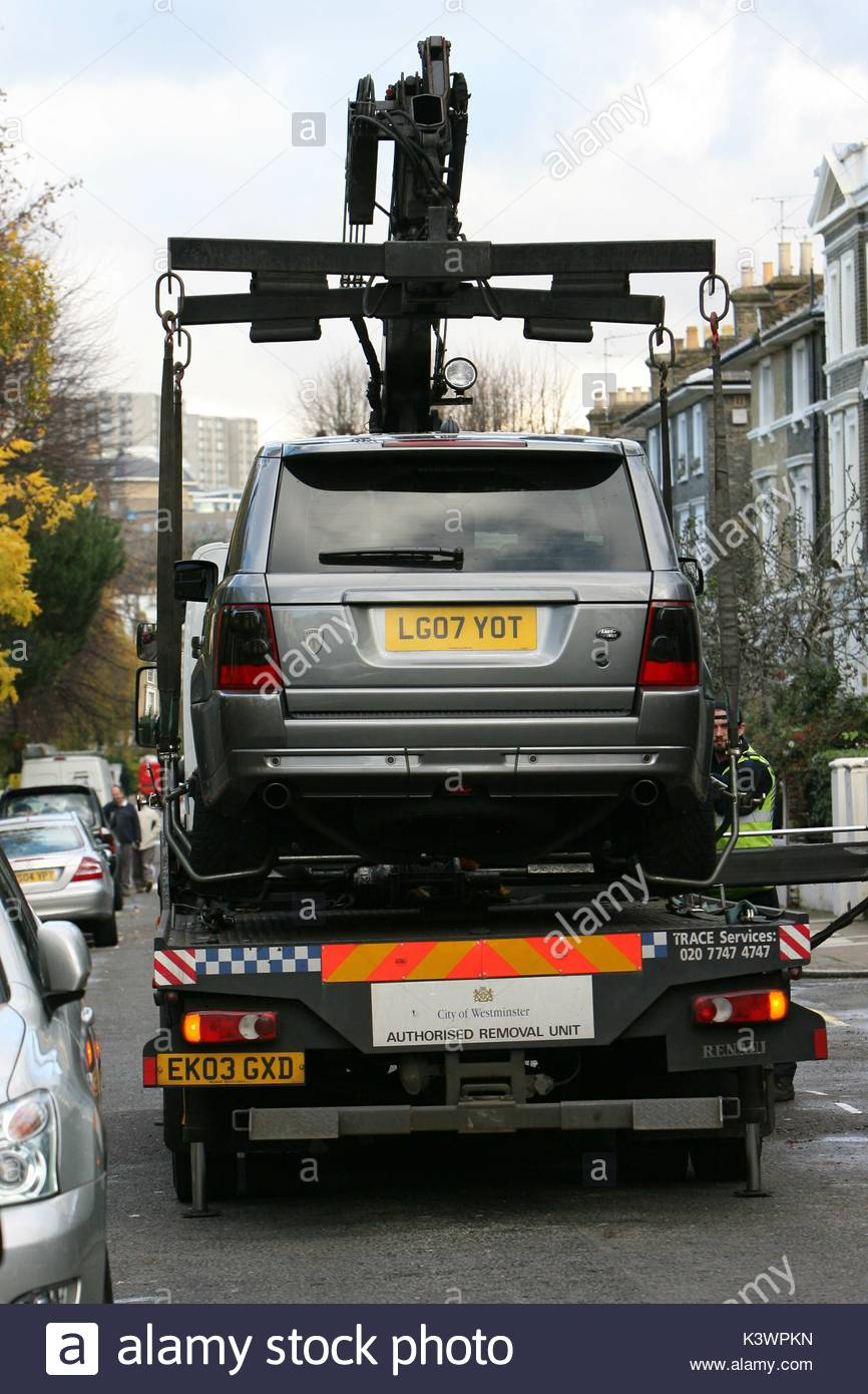 Range Rover Car Parked In Stock Photos & Range Rover Car Parked In ...