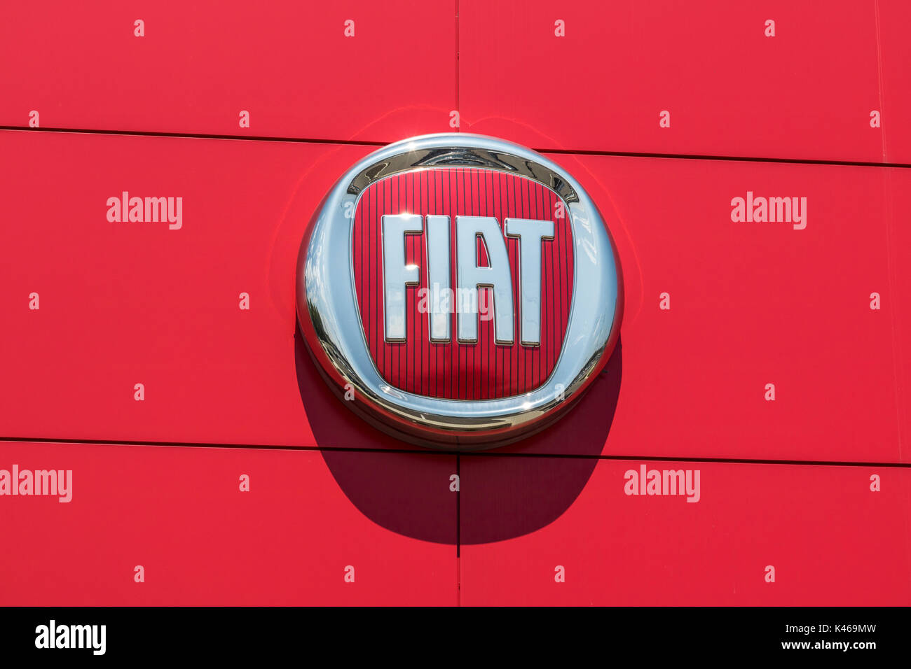 Indianapolis Circa August Logo And Signage Of Local Fiat - Nearest fiat dealer