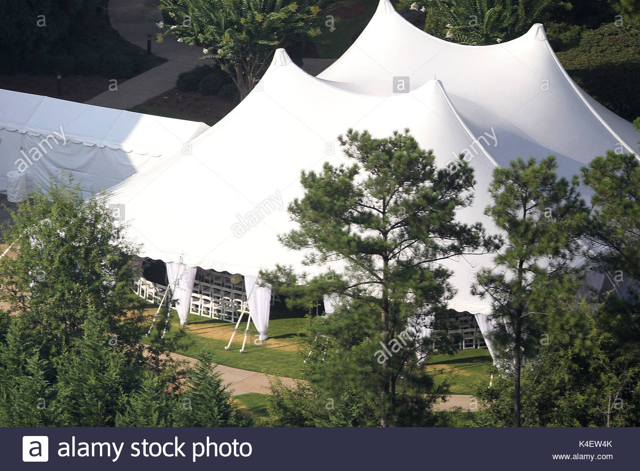 Carrie Underwoodu0027s wedding tent. Wedding tent set up for Carrie Underwoodu0027s wedding in Georgia. & Carrie Underwoodu0027s wedding tent. Wedding tent set up for Carrie ...