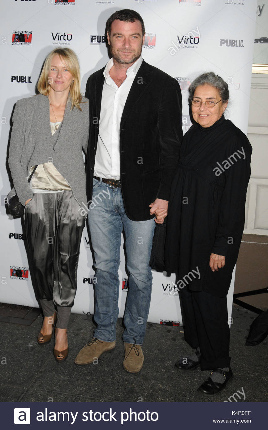 Naomi Watts and Liev Schreiber with his mother Heather ...
