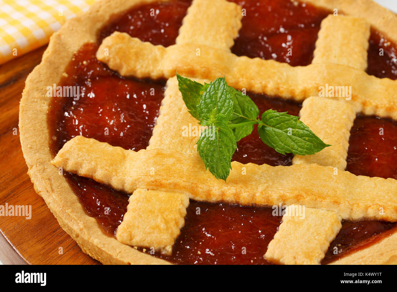 Pastry lattice stock photos pastry lattice stock images for Easy jam tarts ready made pastry