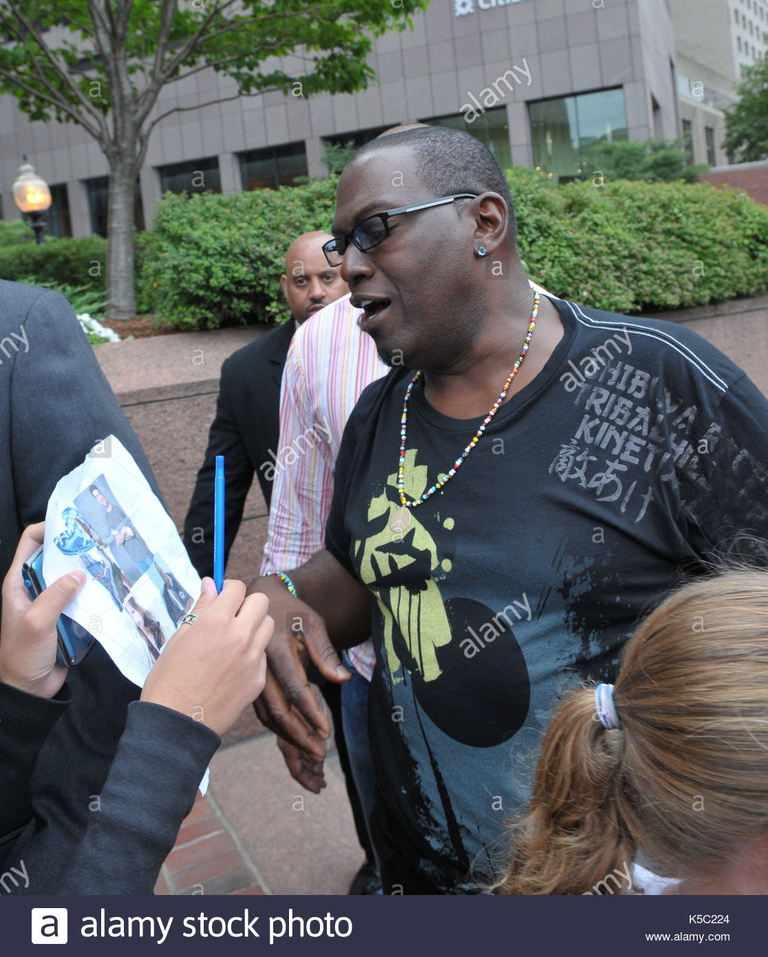 Randy jackson american idol judges stop to meet and greet fans american idol judges stop to meet and greet fans guest judge victoria beckham doesnt do the same m4hsunfo