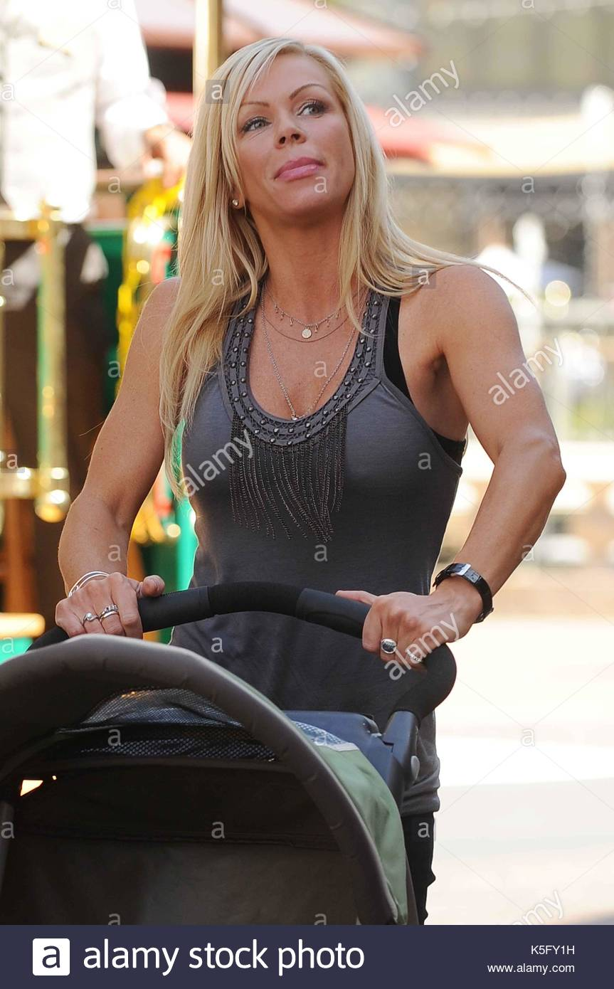 Nikki Ziering Nikki Ziering And Her Baby Tatum Ella Reynolds Go Shopping At The Grove In Los Angeles California