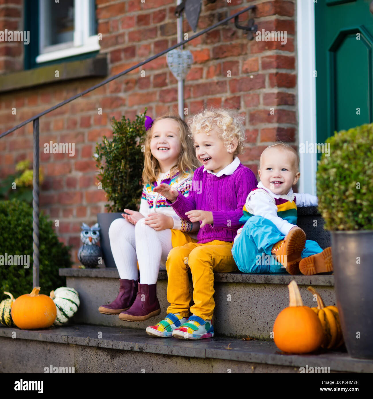 Group of little children sitting on stone stairs to the house door on warm autumn day  sc 1 st  Alamy & Group of little children sitting on stone stairs to the house door ... pezcame.com