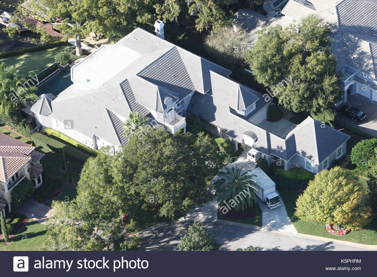 trucks outside tiger woods u0026 39  house  aerial photographs show
