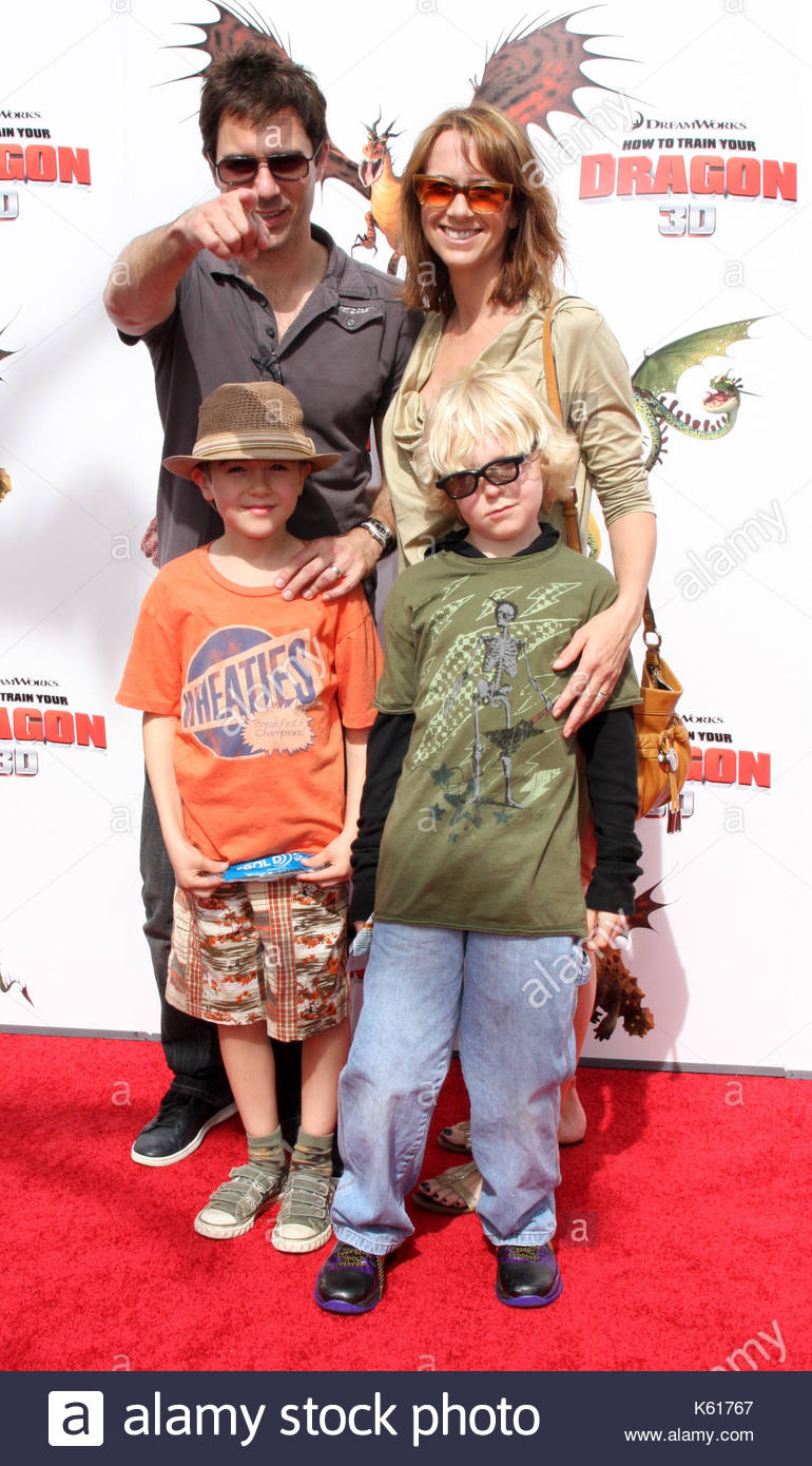 Eric mccormack and family cast members and others attend the los cast members and others attend the los angeles premiere of how to train your dragon ccuart Image collections