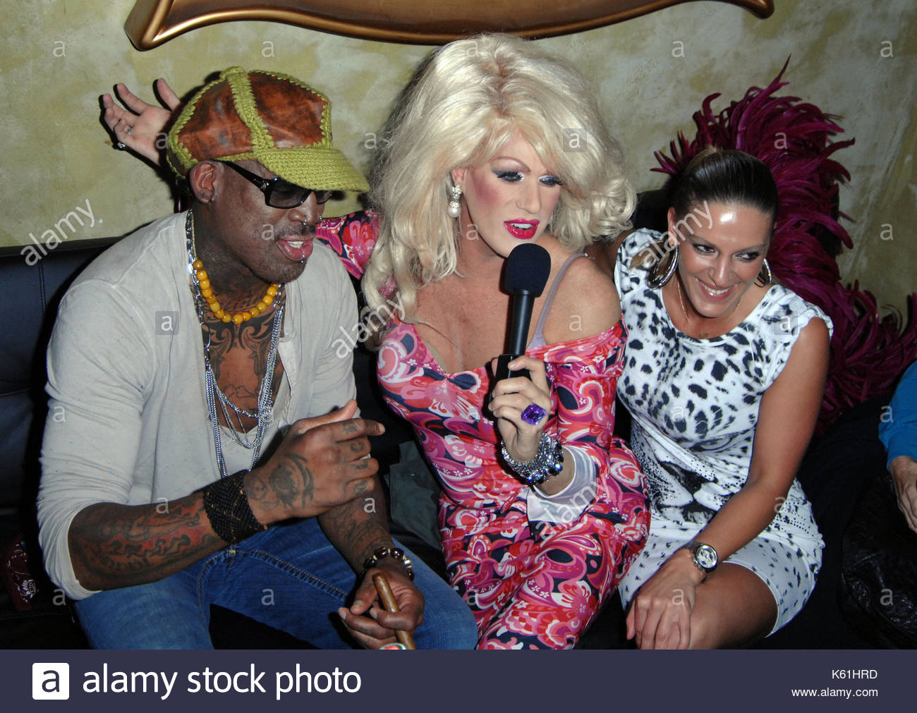 dennis rodman and gender identities Dennis keith rodman (born may 13, 1961) is an american retired professional basketball player, who played for the detroit pistons, san antonio spurs, chicago bulls, los angeles lakers, and dallas mavericks in the national basketball association (nba.