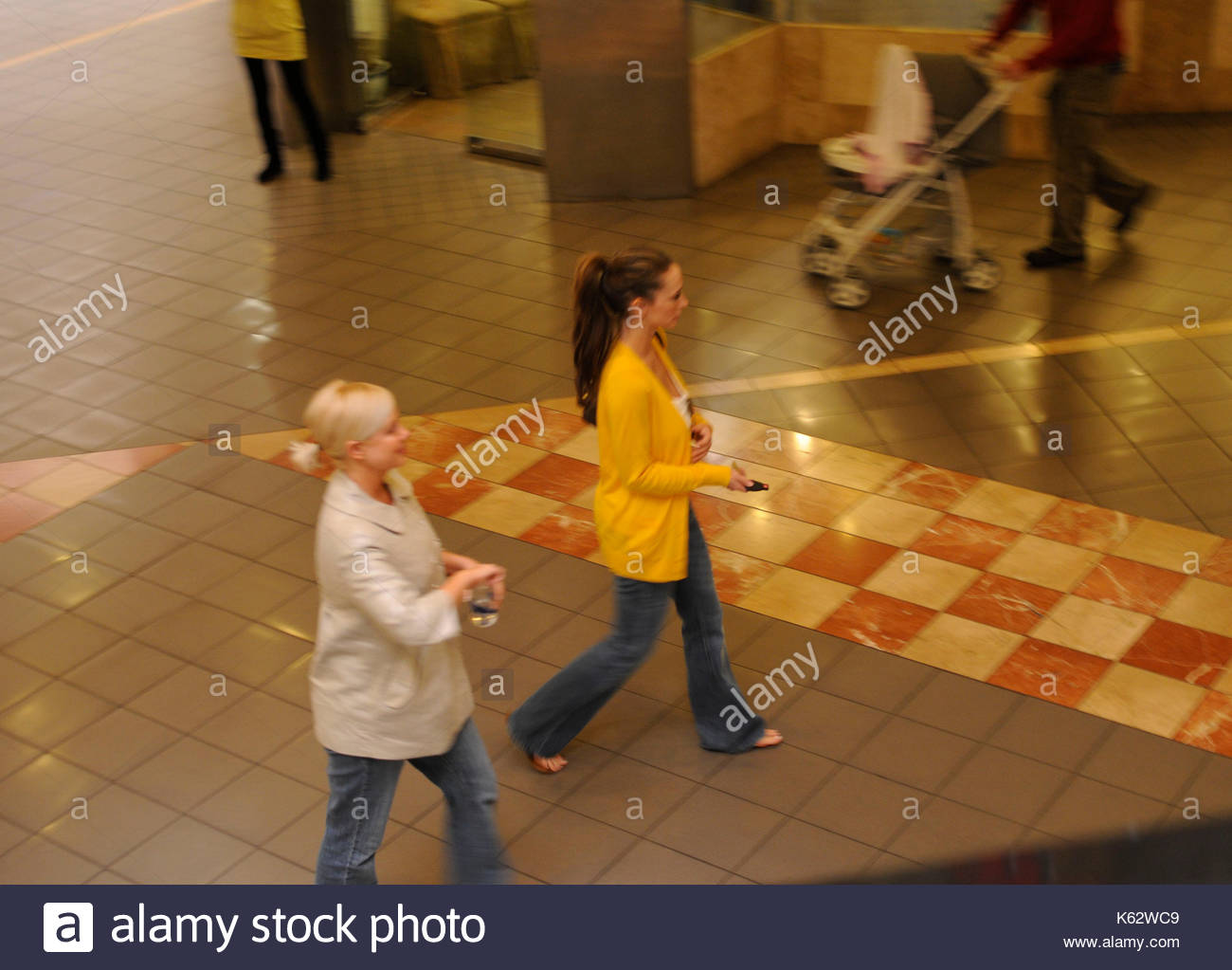 Jennifer Love Hewitt broke up with her fiance for money 03.02.2009 8