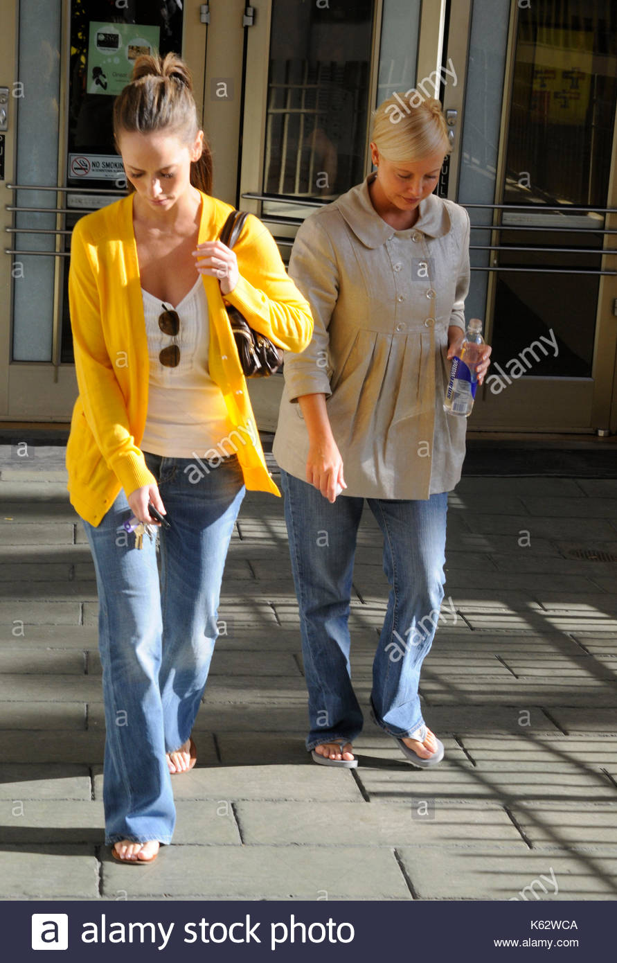 Jennifer Love Hewitt broke up with her fiance for money 03.02.2009 98