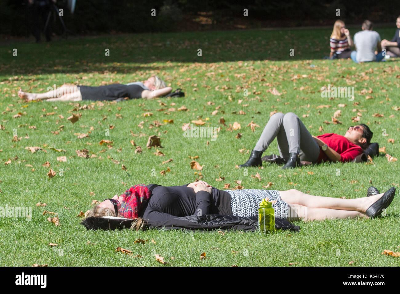Westminster.London, UK. 11th Sep, 2017. People Sunbathing In Victoria  Gardens Nice Look