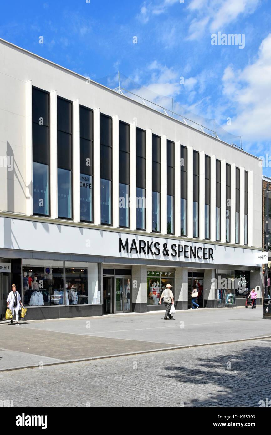 retail environment Consumer behaviour in retailing: factors affecting  consumer behaviour in retailing: factors affecting conversion of  a study in a retail environment.
