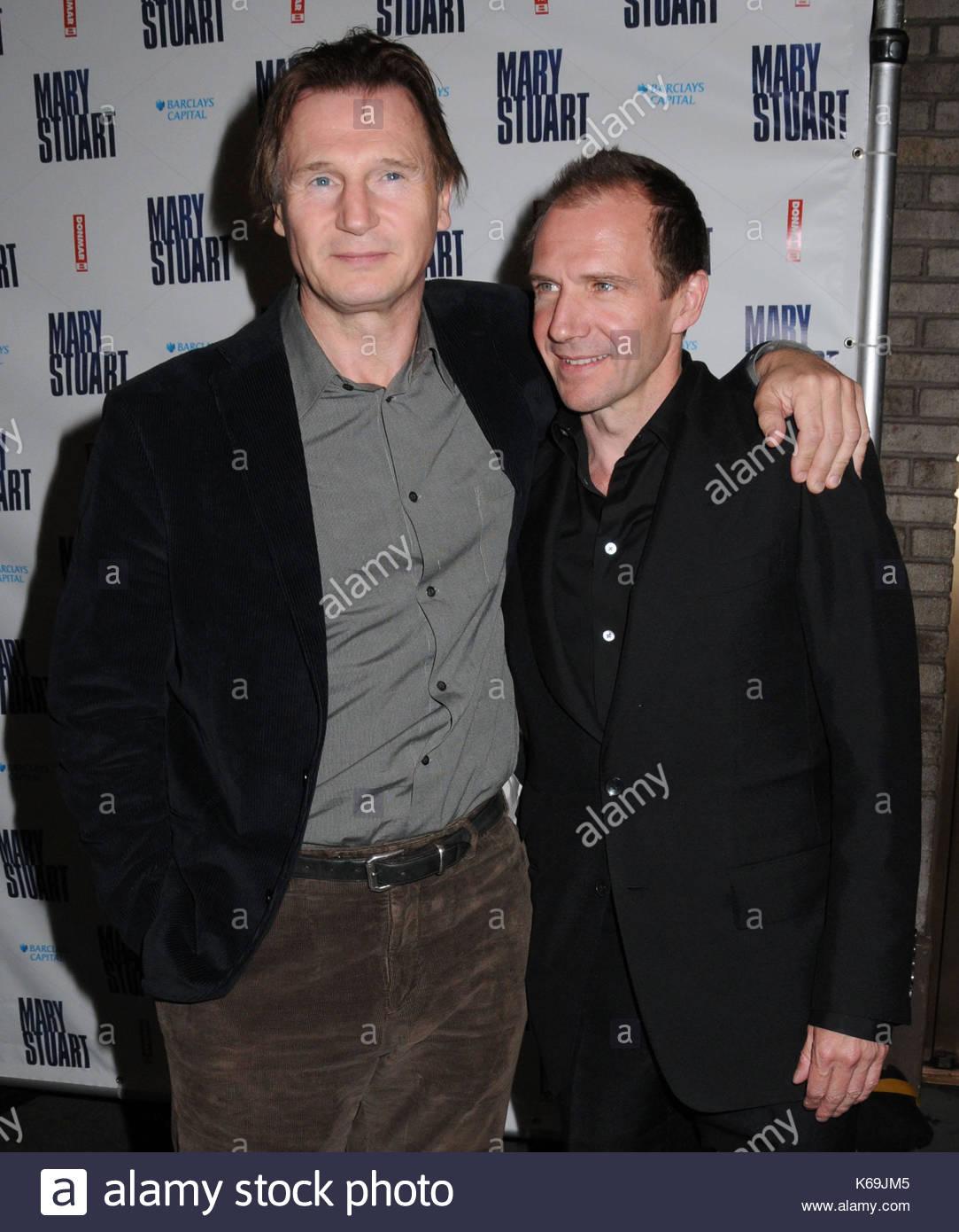 Ralph Fiennes Wife Die...