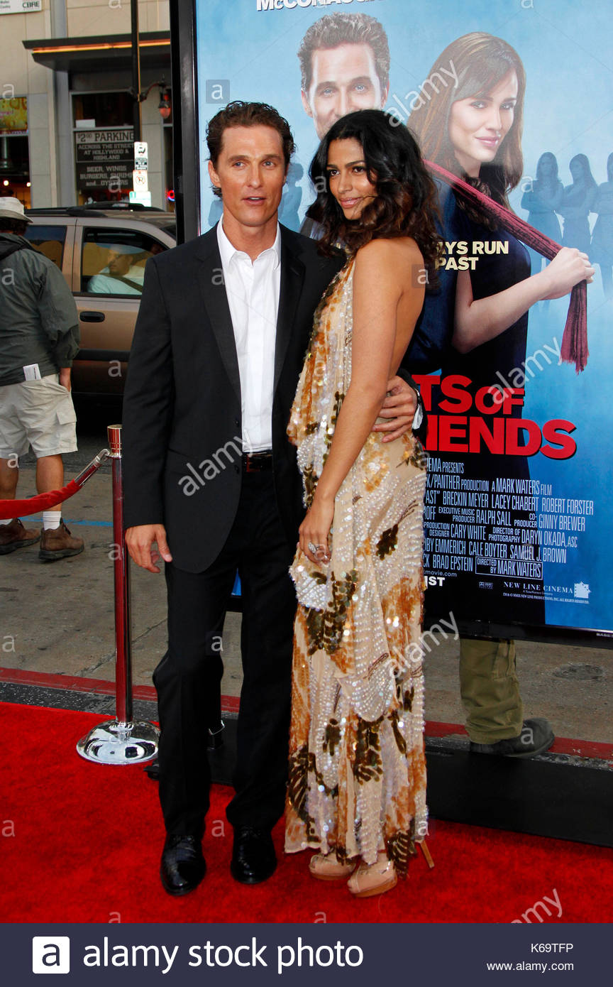 Matthew McConaughey And Camila Alves Actress Jennifer Garner Looks Stunning At The World Premiere Of Ghosts Girlfriends Past