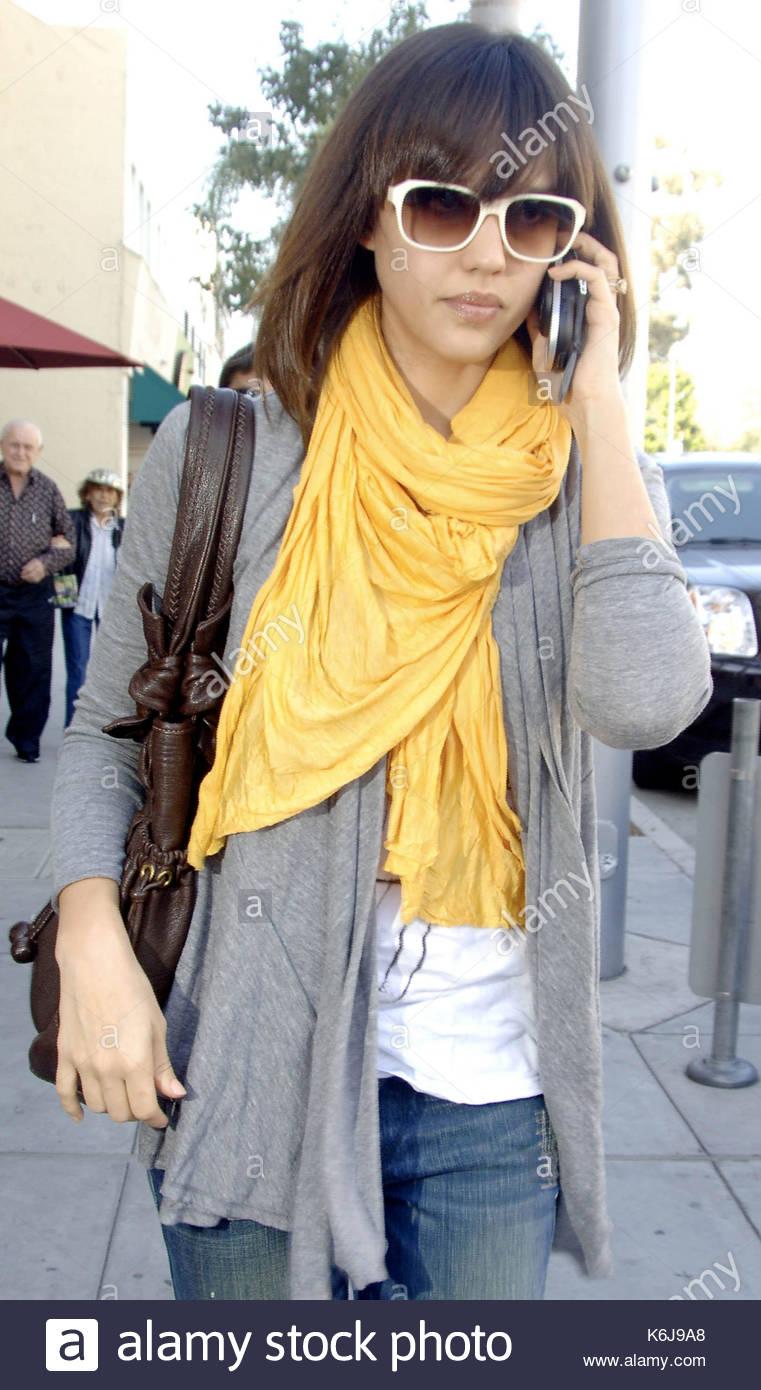 Jessica Alba Jessica Alba With A New Prince Valiant Style Haircut