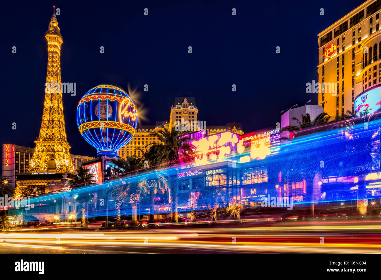 Good Las Vegas Strip Light Show   Light Streaks From Vehicular Traffic In The Las  Vegas Strip In Nevada Along With The Illuminated Paris Las Vegas Hotel A