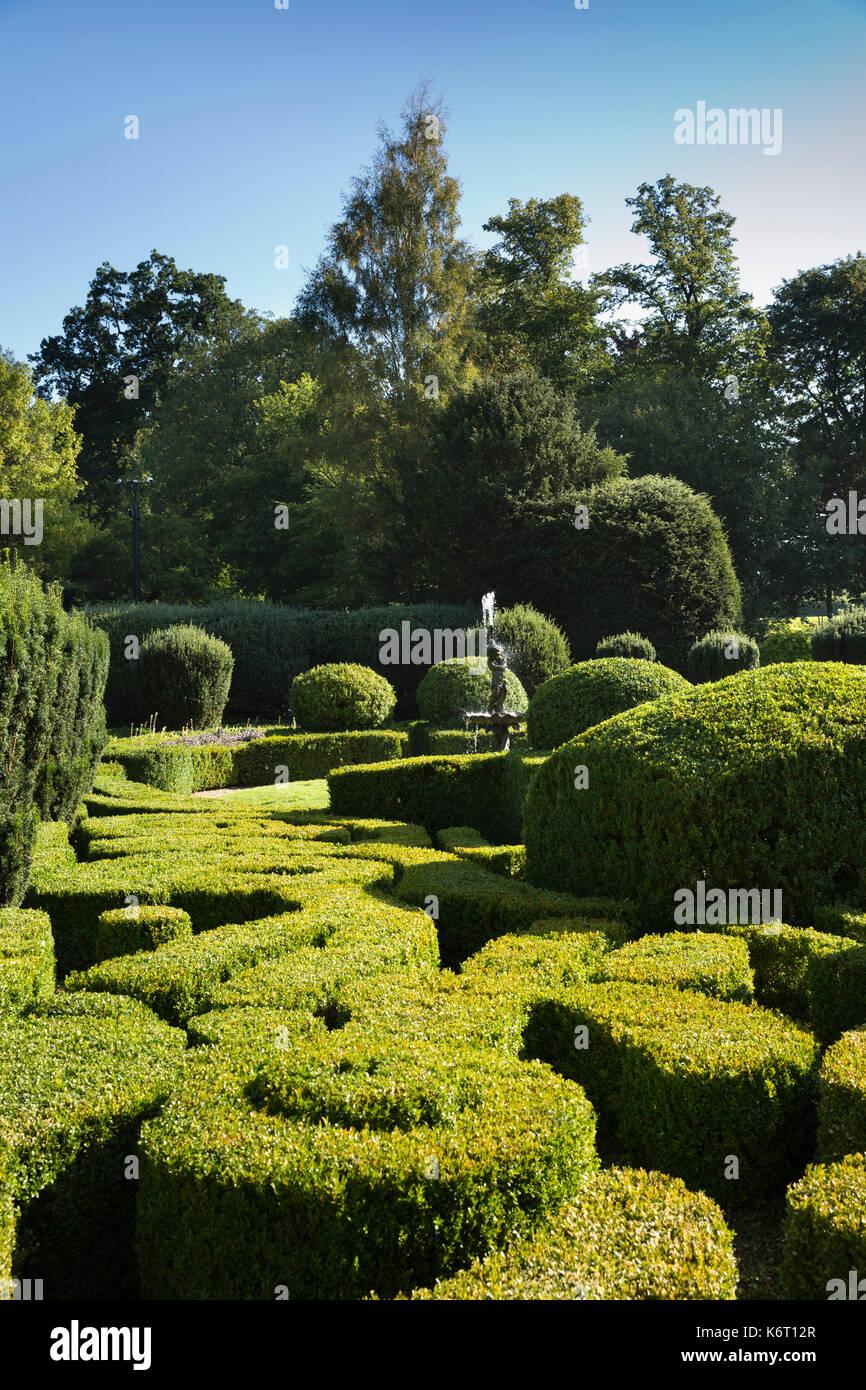 UK, England, Essex, Saffron Walden, Bridge End Gardens, Dutch Garden,  Fountain Amongst Clipped Box Hedges