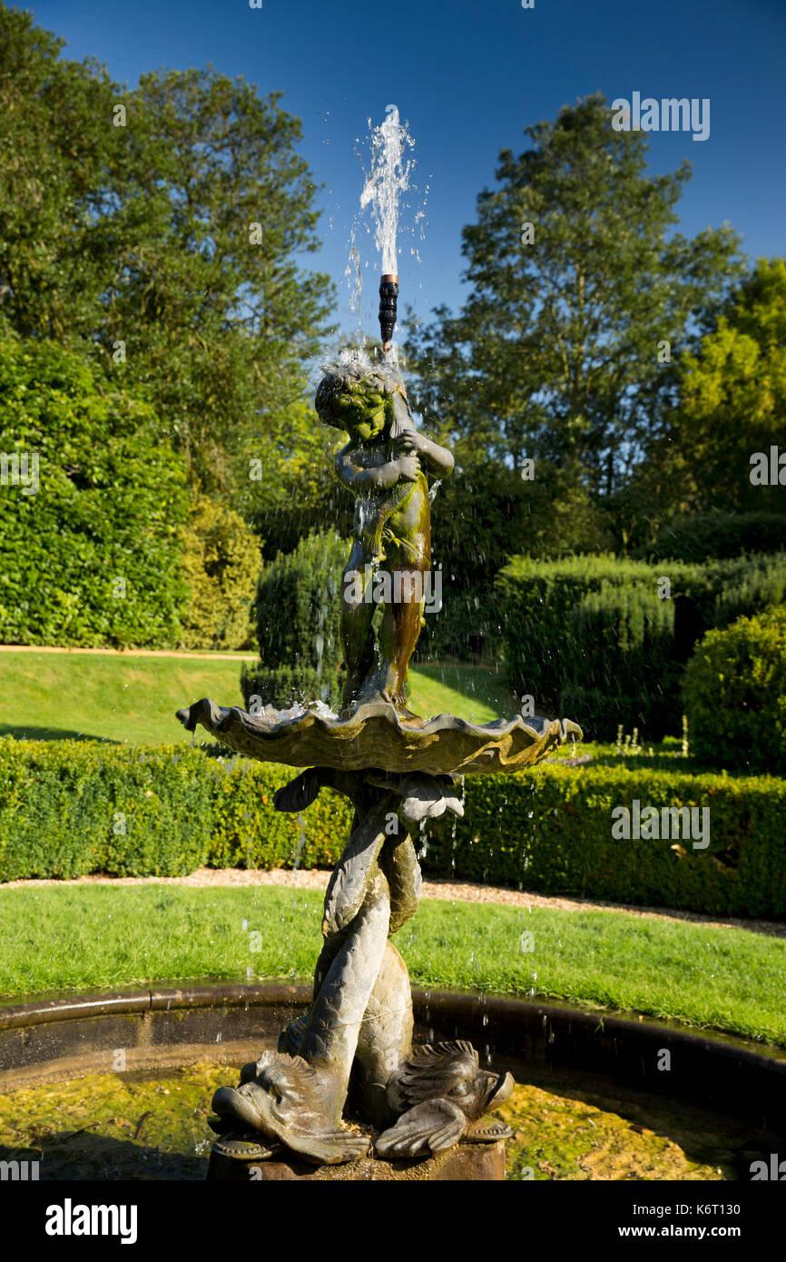 UK, England, Essex, Saffron Walden, Bridge End Gardens, Dutch Garden,  Fountain