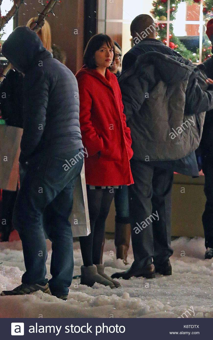 Dakota johnson dakota johnson filming scenes to her new movie how dakota johnson filming scenes to her new movie how to be single in new york city she was filming a scene with fake snow outside the warwick hotel ccuart Image collections