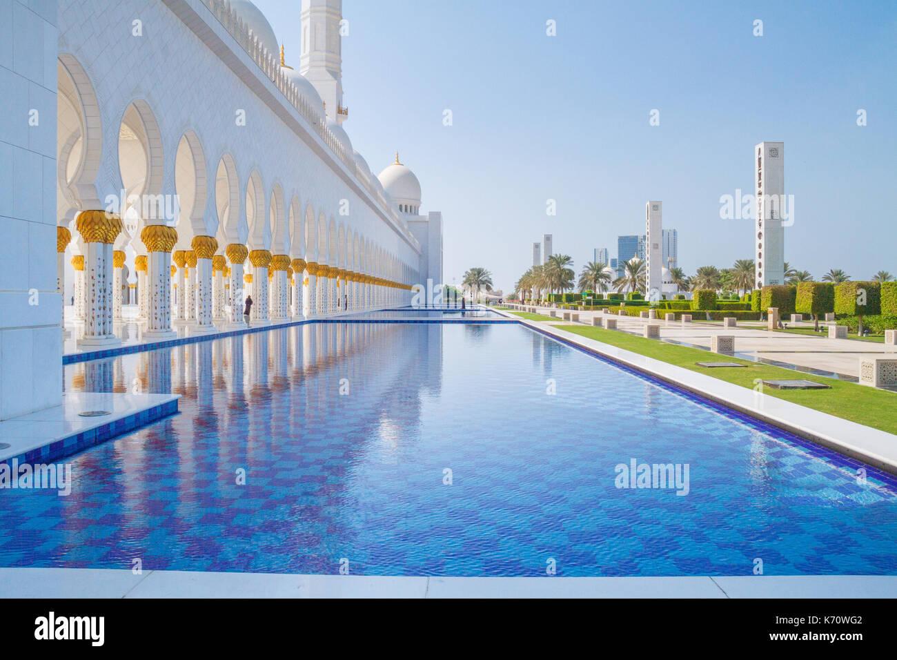 Abu dhabi uae swimming pool stock photos abu dhabi uae - Swimming pool construction companies in uae ...