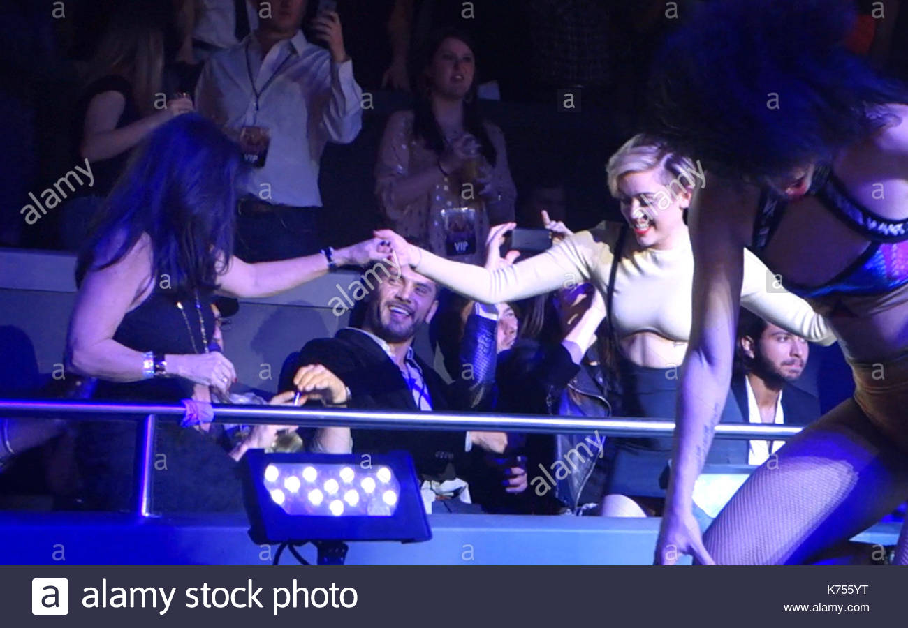Miley cyrus and lynne spears miley cyrus dances with britney miley cyrus and lynne spears miley cyrus dances with britney spears mom lynne kristyandbryce Choice Image