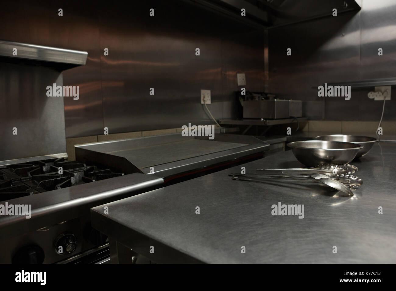 Etonnant Various Utensils On Worktop In Commercial Kitchen