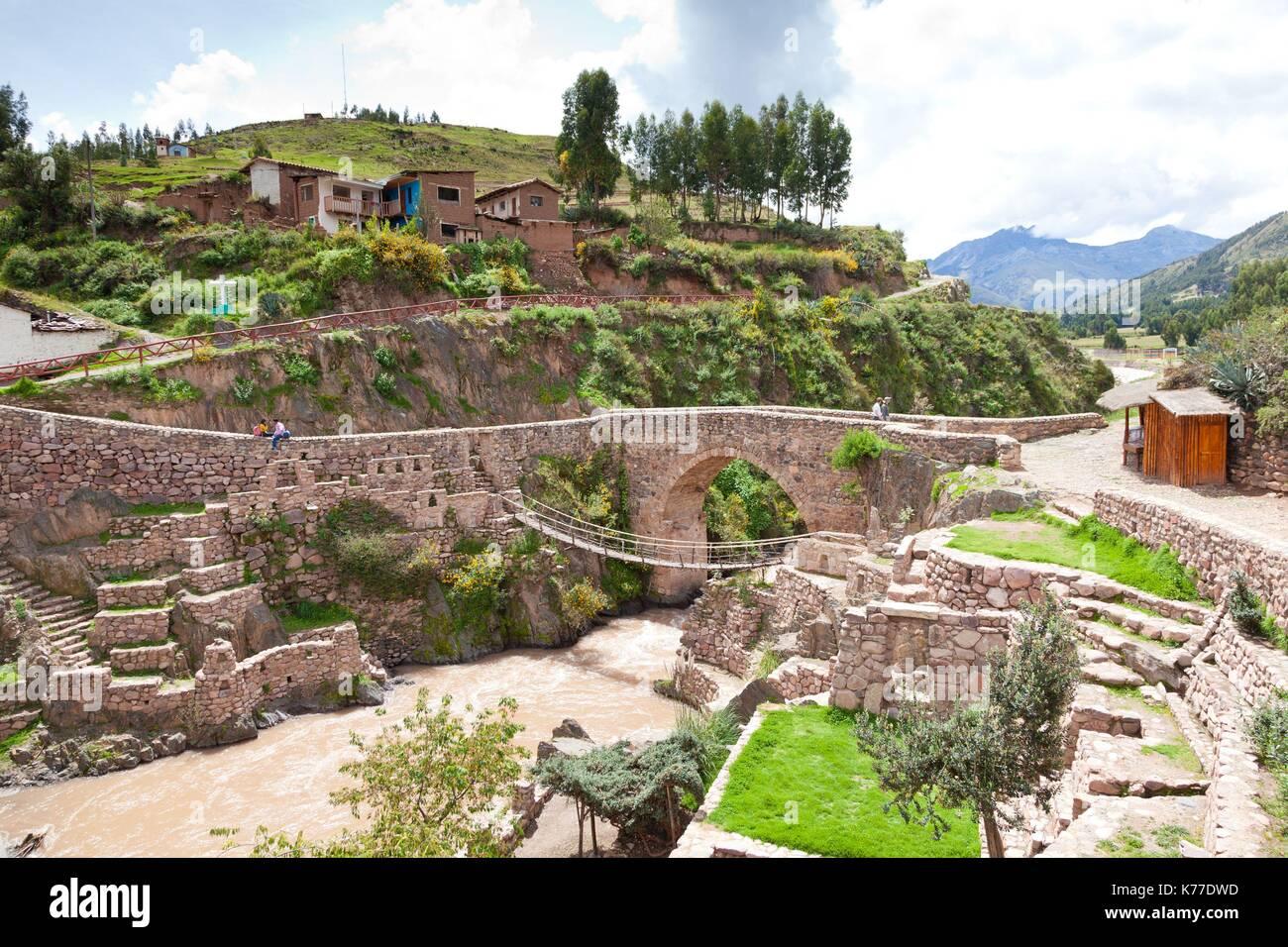 how the incas built bridges over • latin america quiz wednesday the incas  incas built rope bridges to go over gorges--  the incas also built canals and aqueducts to.