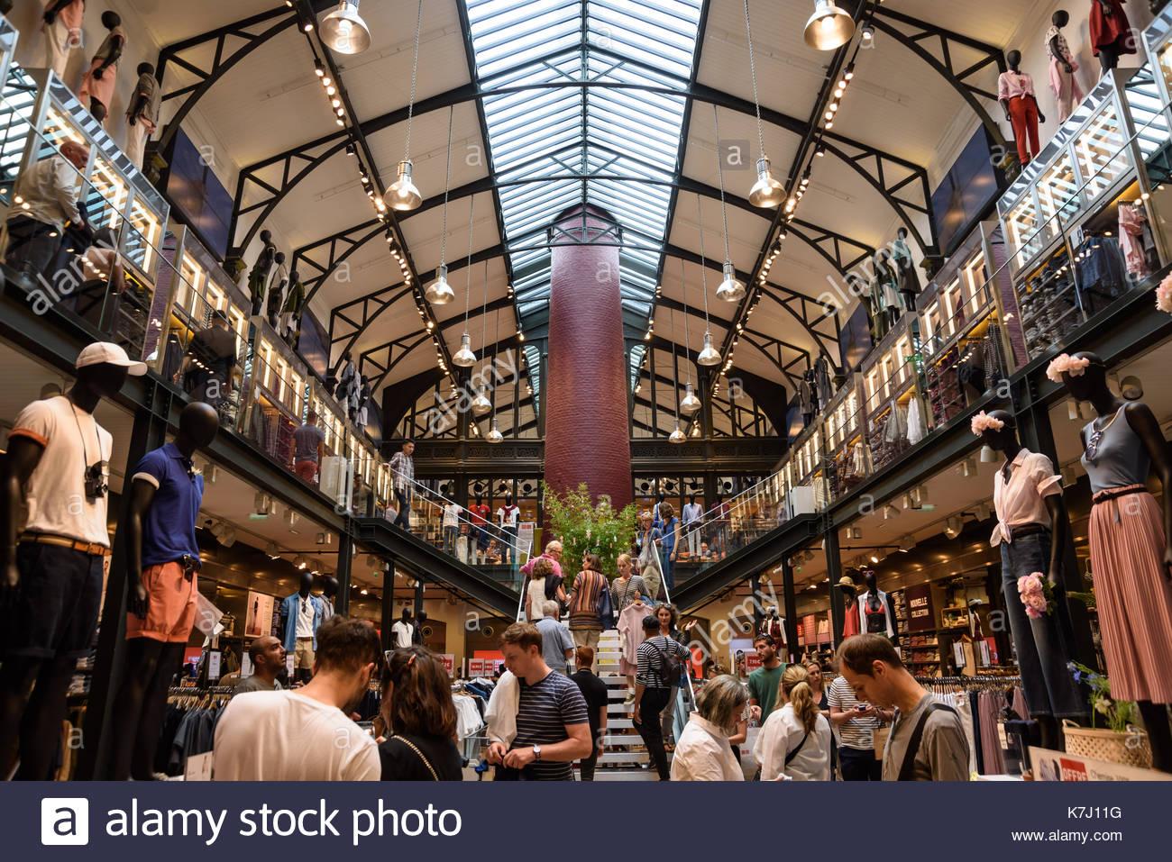 39 Rue Des Francs Bourgeois 75004 Paris #6: Paris, Uniqlo Fashion Store (39 Rue Des Francs Bourgeois, 75004 Paris) -