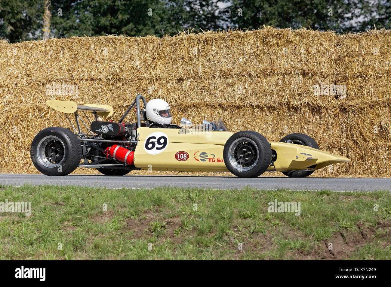 Vintage Car Racing Lotus Stock Photos & Vintage Car Racing Lotus ...