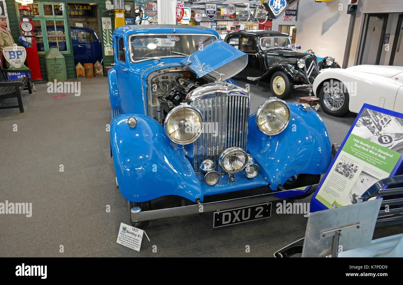 Blue Vintage Car Museum Stock Photos & Blue Vintage Car Museum ...