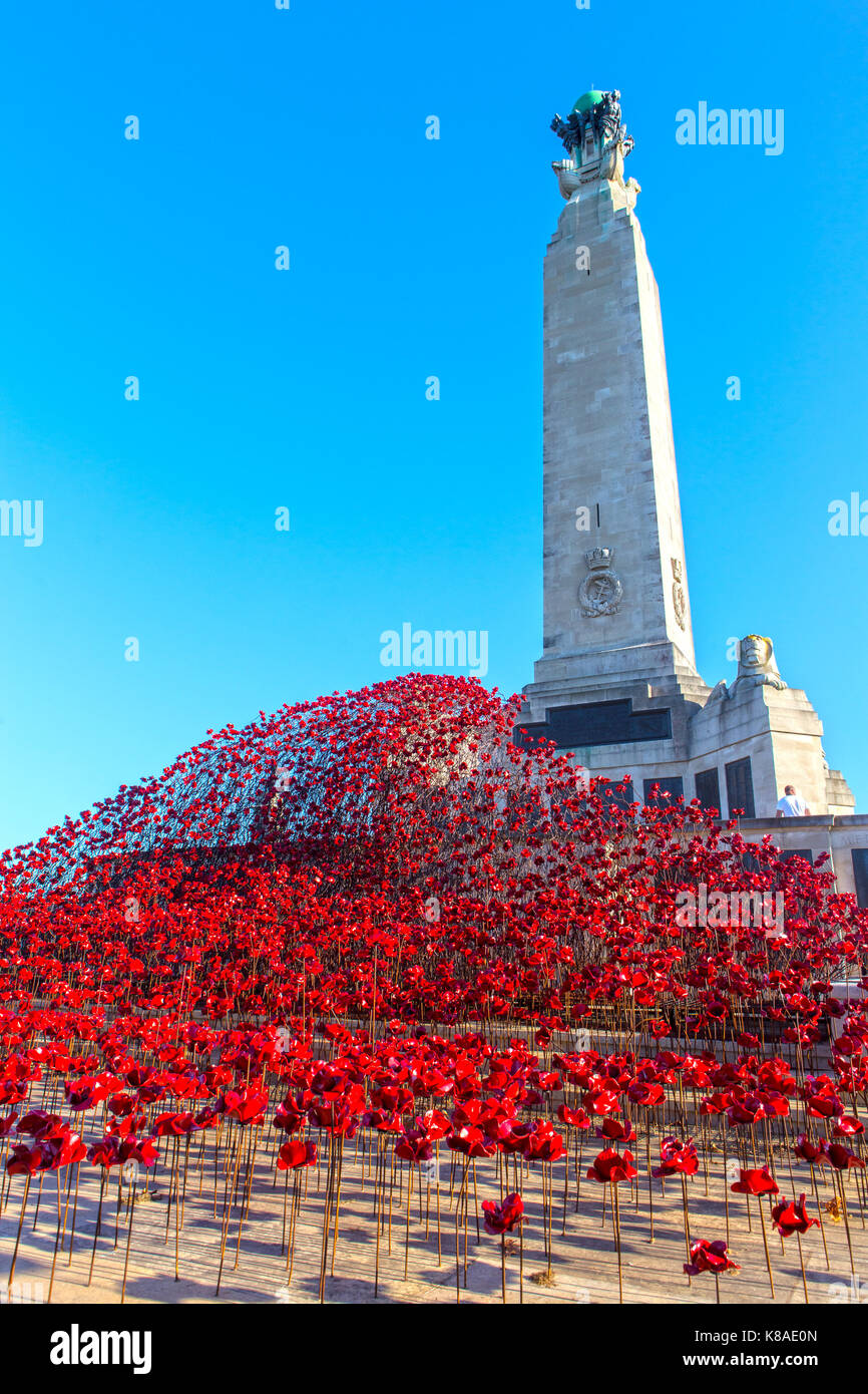 War Memorial With Poppies On Plymouth Hoe Stock Photo