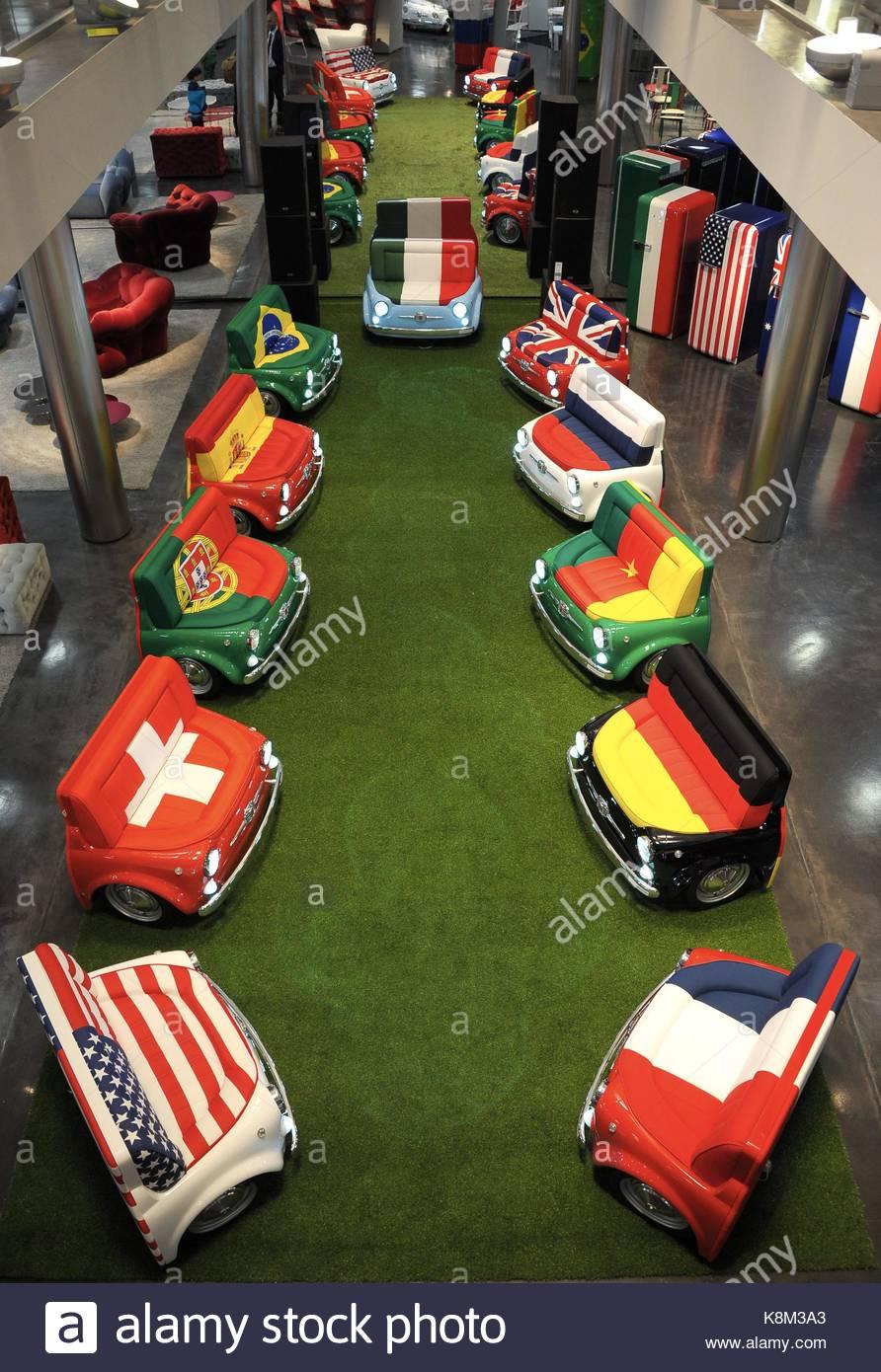Meritalia Lapo Elkann Presenta Officina : Fiat showroom stock photos images