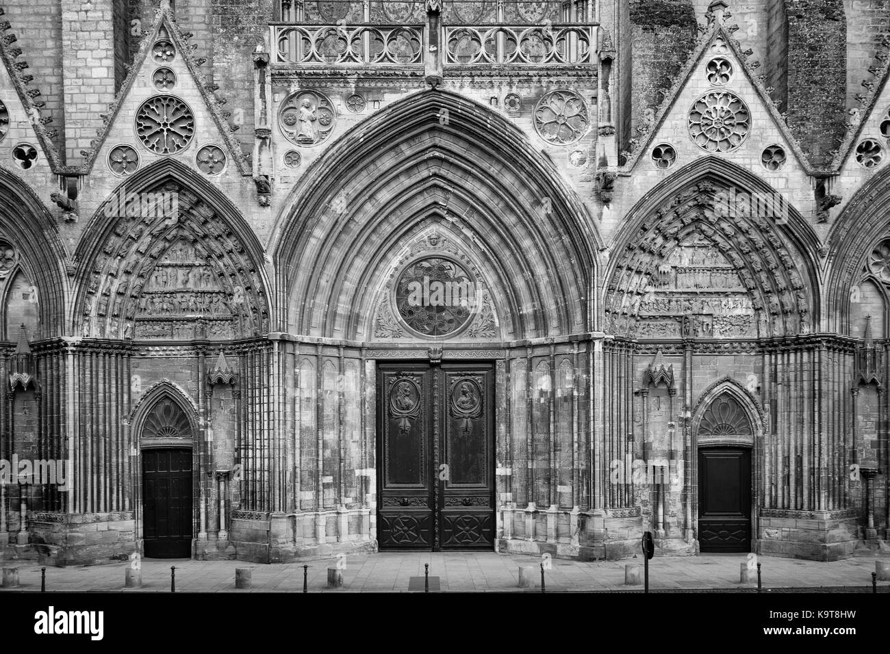 Church Front Doors Stock Photos & Church Front Doors Stock Images ...