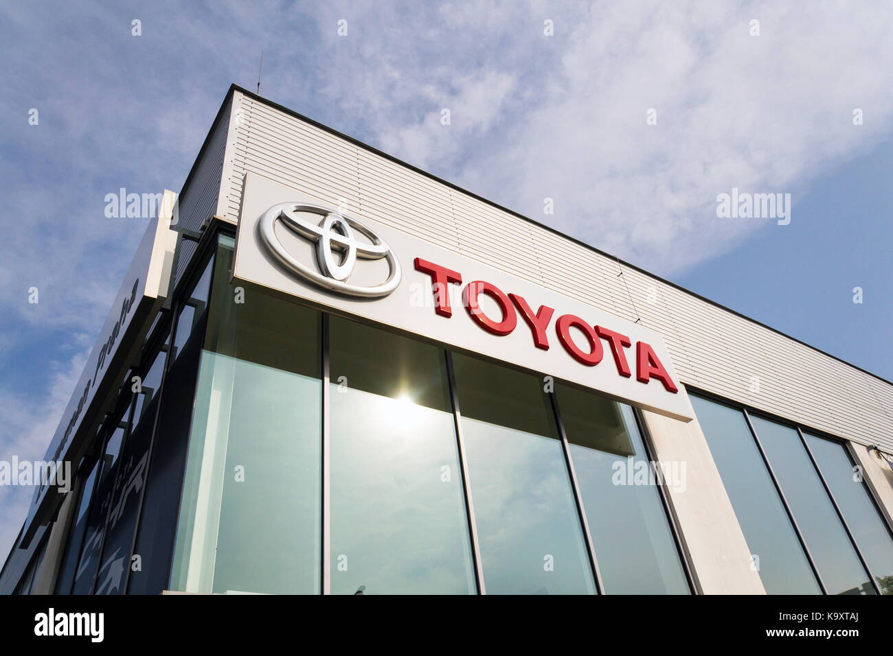 toyota motor corporation ohr To be an essential part of toyota motor asia pacific and the toyota company worldwide to be the most admired and revered company in thailand principles continually adapt to meet new challenges and changes respect and accept competetor emphasize customer satisfaction.