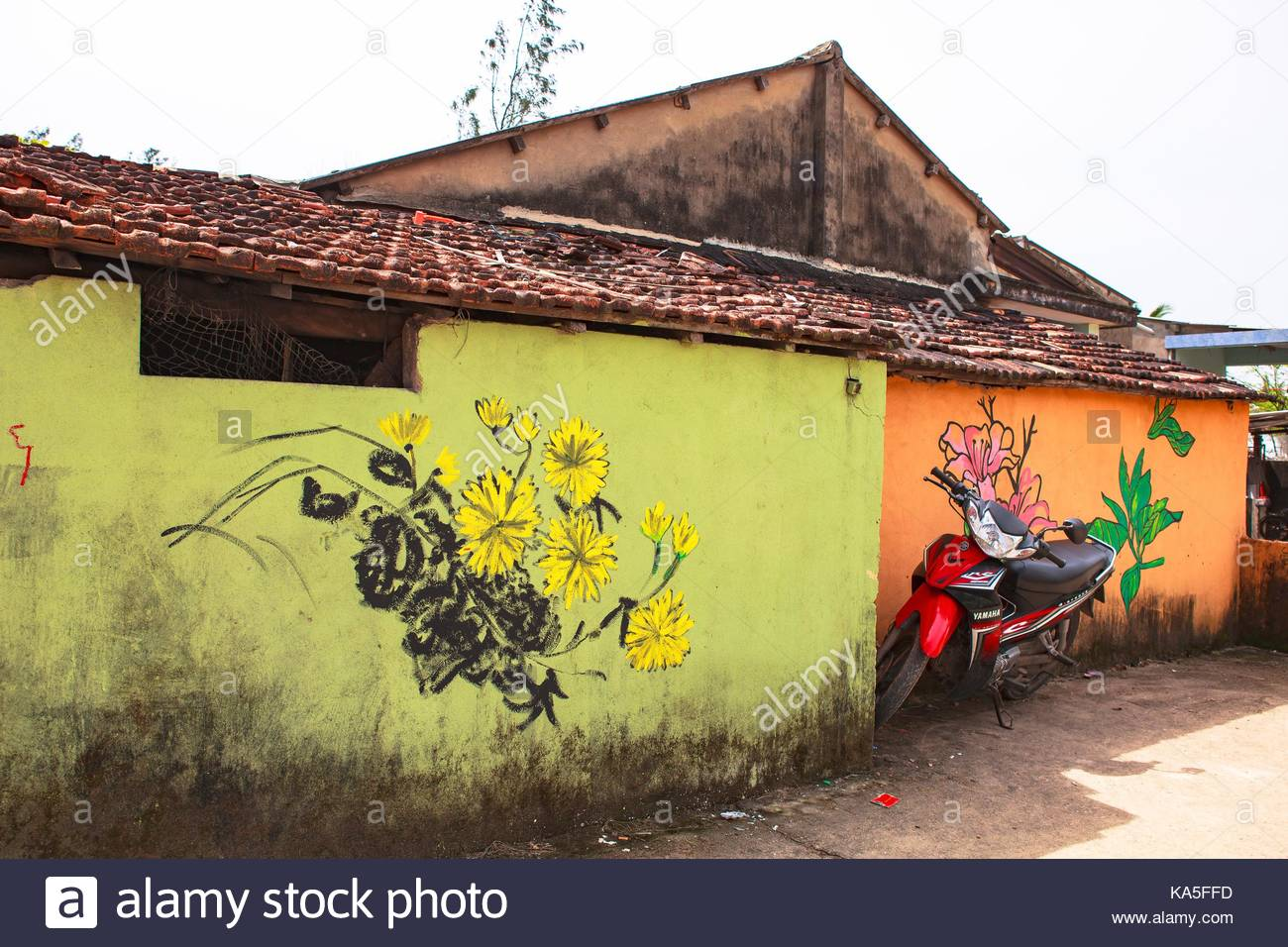 TAM THANH, TAM KY, VIETNAM - MARCH 16, 2017: Painted wall, Street ...