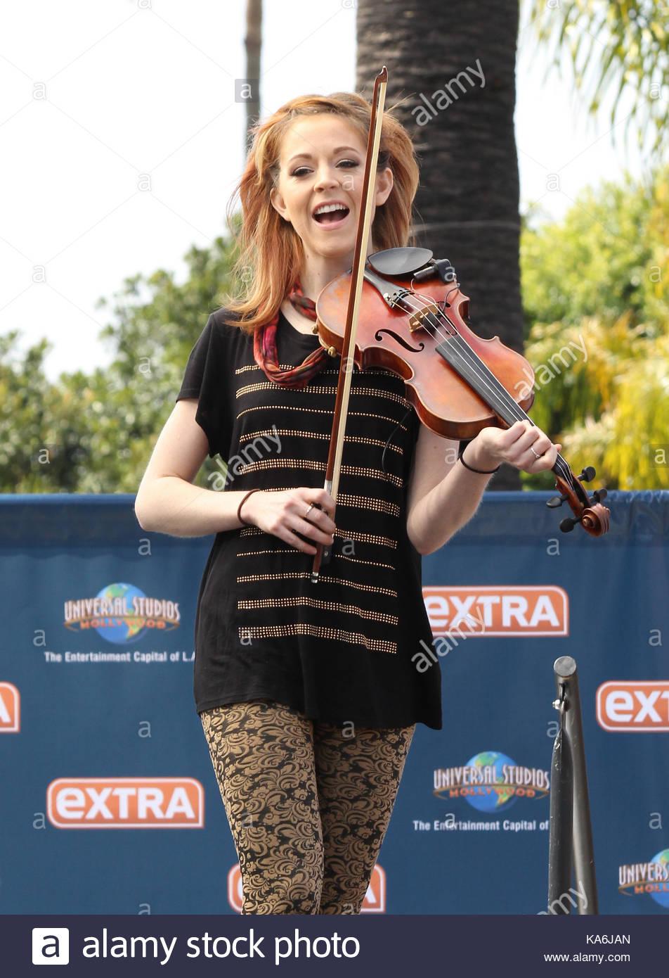 lindsey stirling lindsey stirling plays the violin for a crowd of
